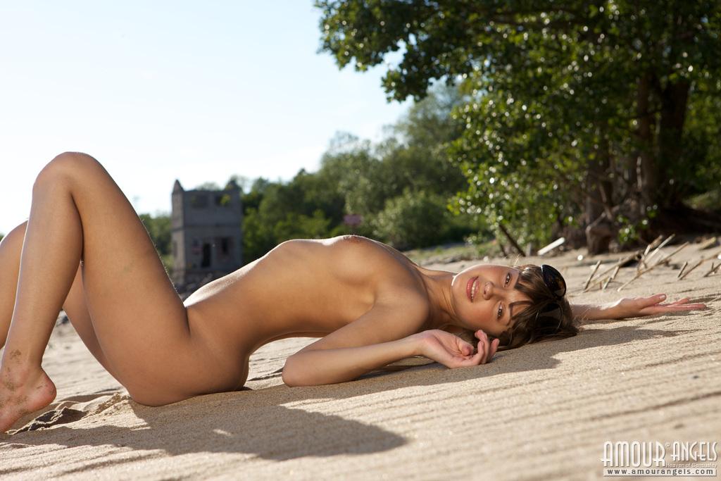 Girl Stripping On Beach Porn Videos & Sex Movies -