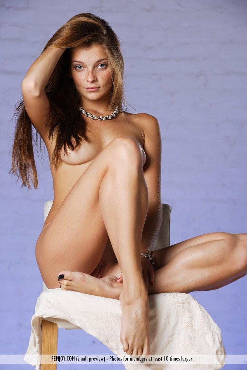 Tvn Hu Nude imagesize: 32 Sensual - Erotic and nude girls pics at SoloTeenPics.com