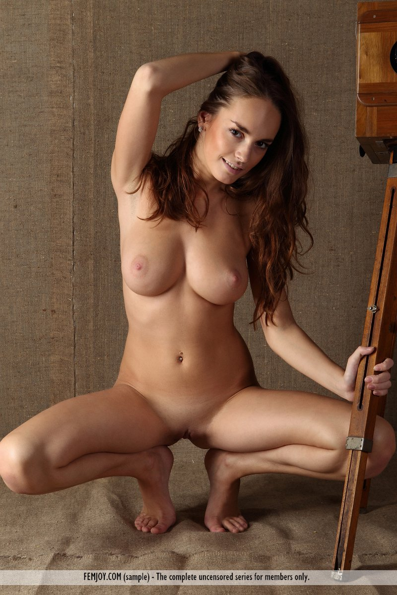 Naked pictures of curvy women